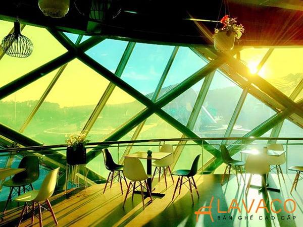 Quán cafe Doha Đà Lạt đang dùng ghế Eames đấy bạn biết không?