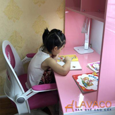 Ghế Hello Kitty màu hồng cho bé ngồi học bài