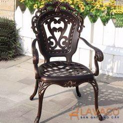 Ghế sân vườn có tay vịn phong cách hoàng gia