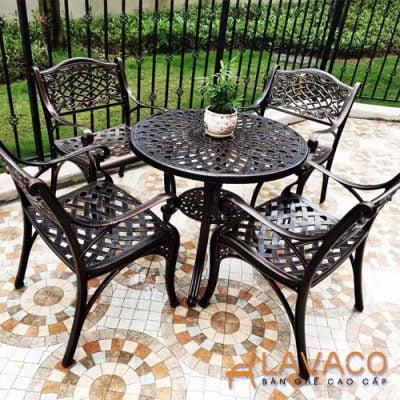 Bộ bàn ghế ngoài trời phong cách tân cổ điển